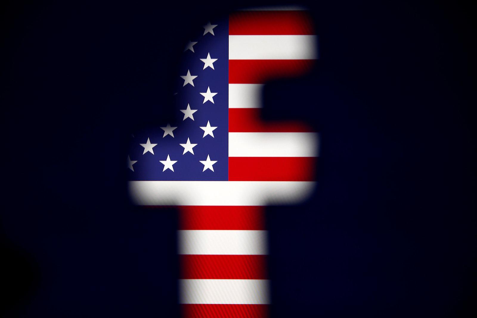 После «арабской весны» 2010—2011 годов руководство <i>Facebook</i> всерьёз озабочено ответственностью за политические события, накоторые повлияла информация, распространяемая вэтой социальной сети. Апосле скандала скомпанией <i>Cambridge Analytica</i>, якобы использовавшей данные из <i>Facebook</i> для вмешательства впрезидентские выборы вСША, соцсеть воспринимает людей, использующих её страницы для политической пропаганды, как злоумышленников ивремя от времени препятствует их деятельности.