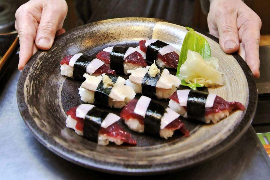 Суши скитовым мясом.
