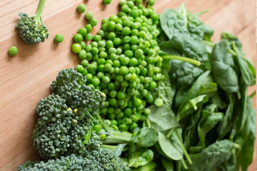 Горох, шпинат иброкколи— три натуральных источника фолатов.