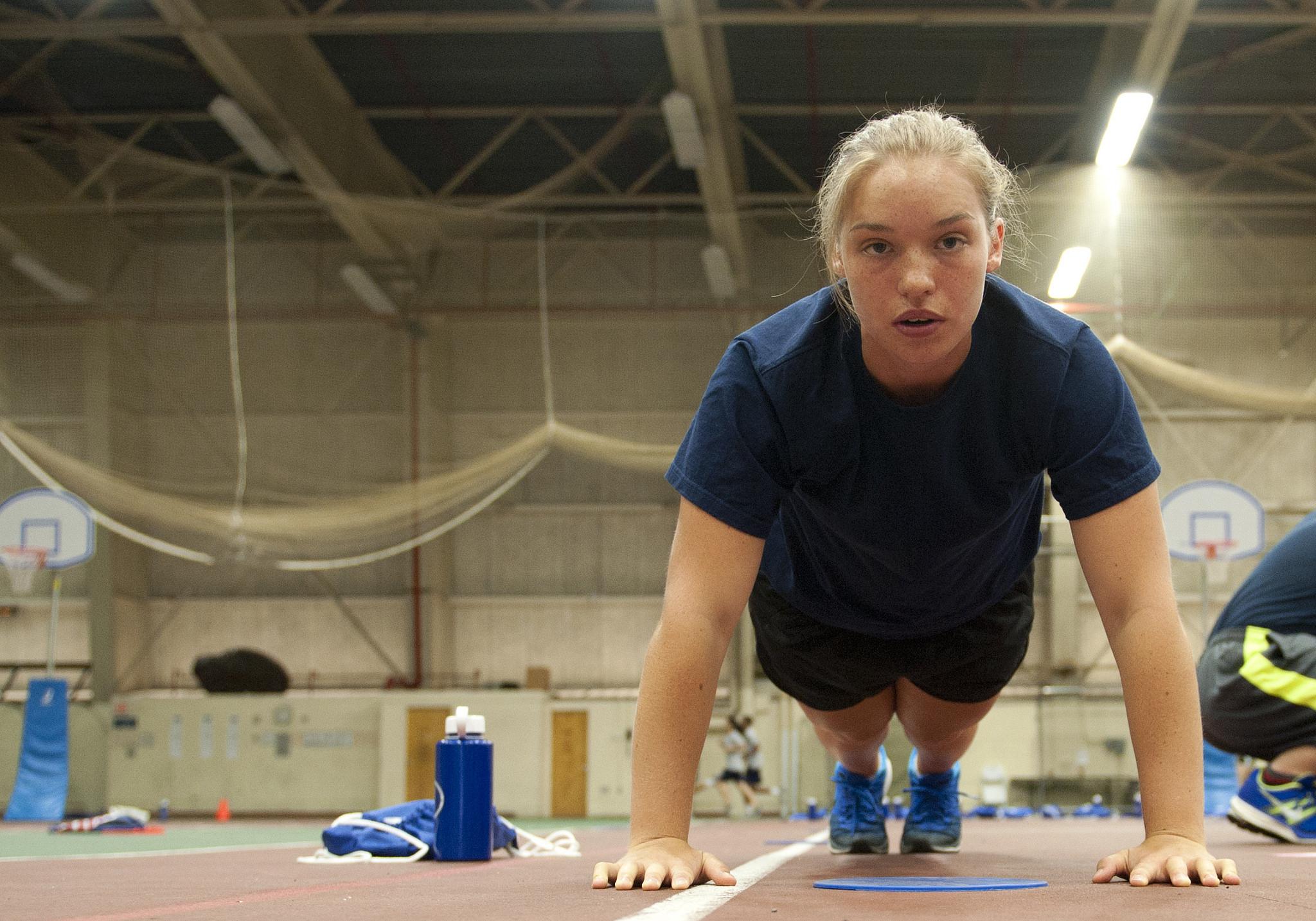Физические упражнения способствуют выработке гормона иризина.