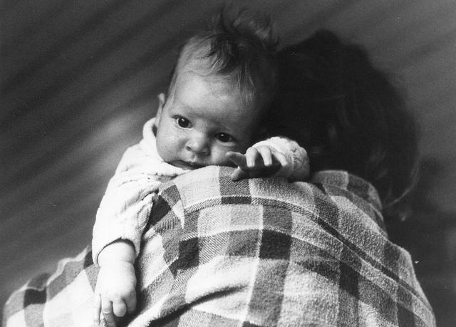 Трёхмесячным детям рекомендовано спать всреднем 14-17 часов вдень.