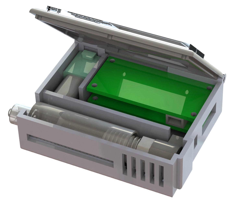 Насос для крови находится вверхнем левом углу устройства, аинжектор гепарина расположен по всей его длине. Зелёные платы управляют насосом крови, инжектором гепарина иобеспечивают отображение данных надисплее.