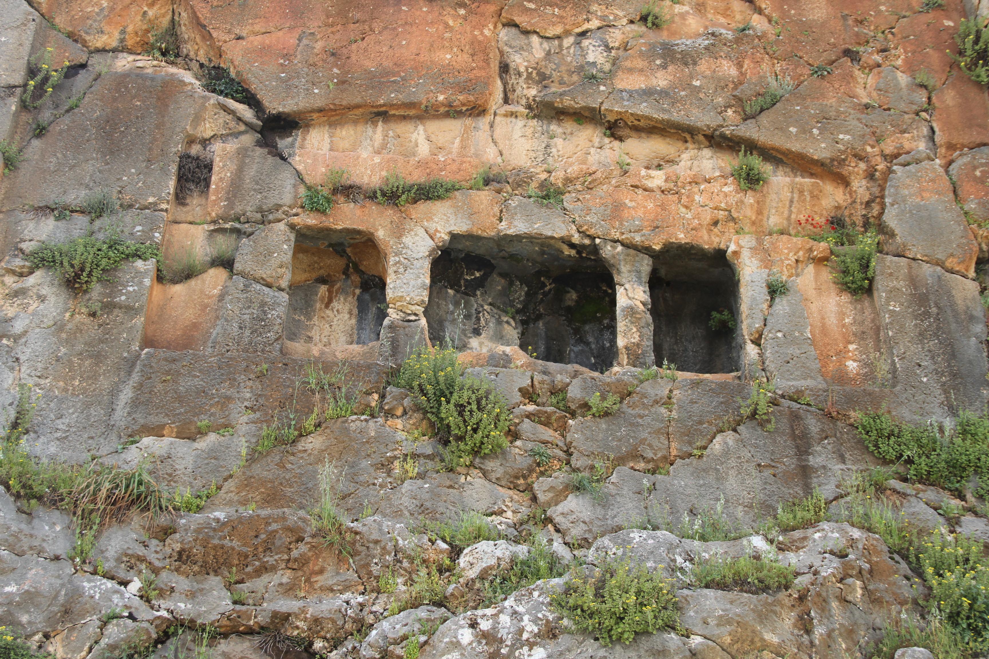 Скальная гробница вQab Elies