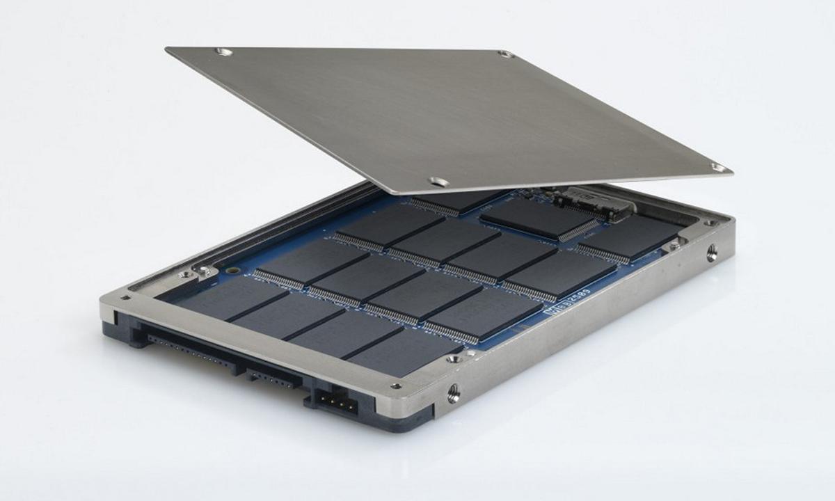 SSD вытесняет HDD срынка.