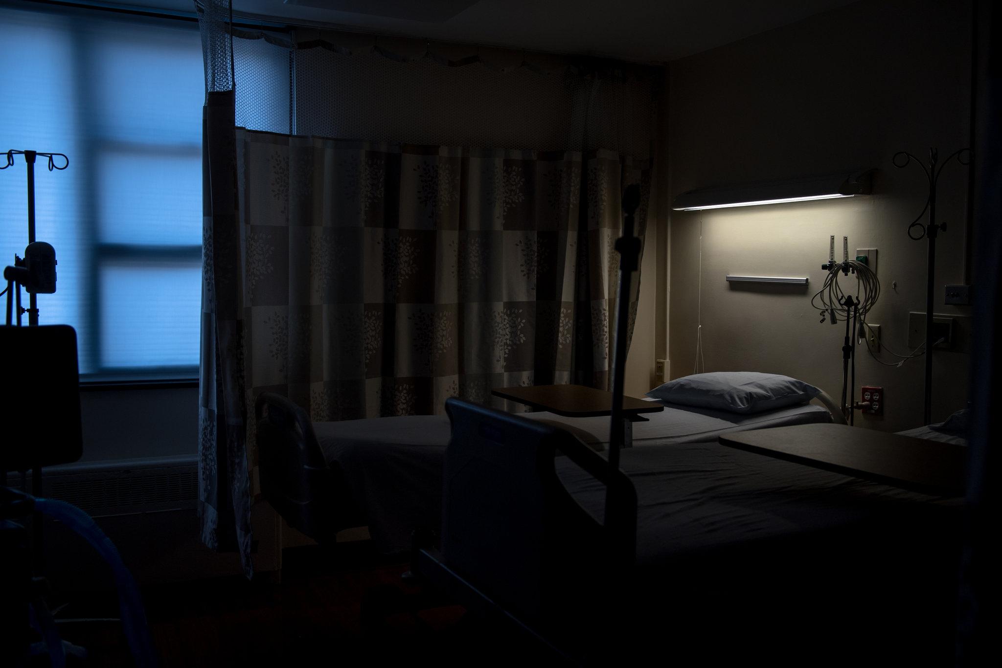 Пустая палата вбольнице Маунт-Синай.