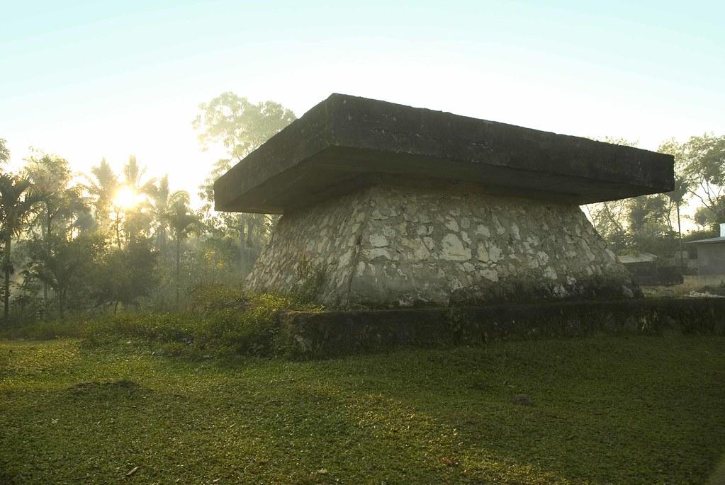 Гробница взападной части острова