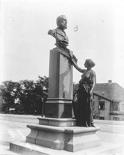 Памятник доктору Г. В. Мейеру вКопенгагене