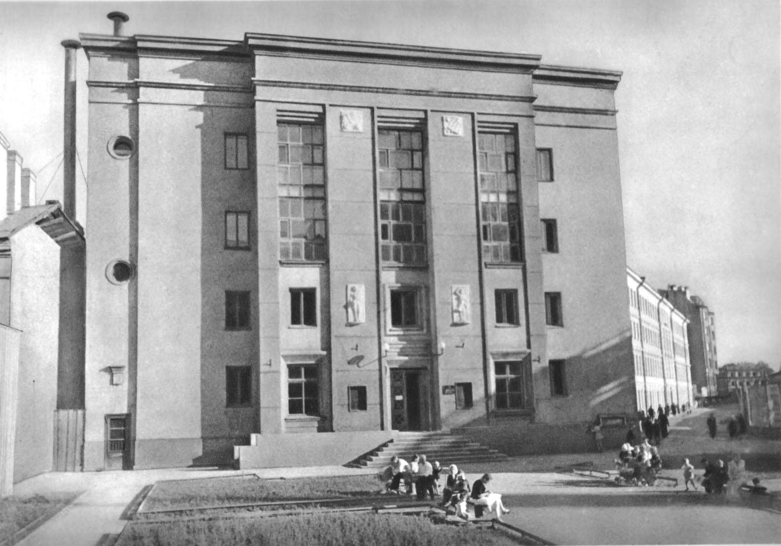 Школа наСадовой улице, Ленинград. Арх. И.И.Фомин,  Е.А.Левинсон, 1938.