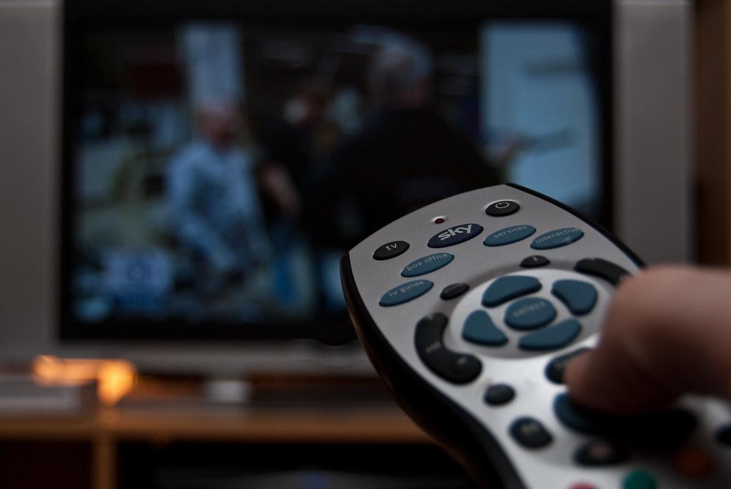 Сидение перед телевизором ина рабочем месте по-разному влияют насердечную деятельность.