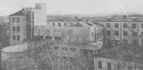 Изображение 3— Вид нашколу наКрымской площади.