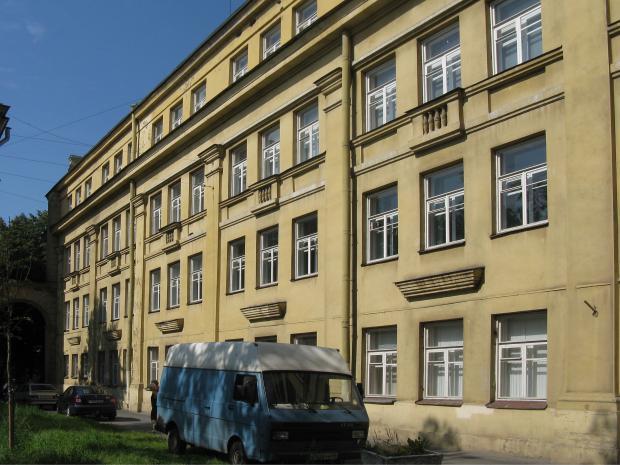Изображение 2— Окна классов вшколе по Каменноостровскому проспекту, построенной по проекту «ША».