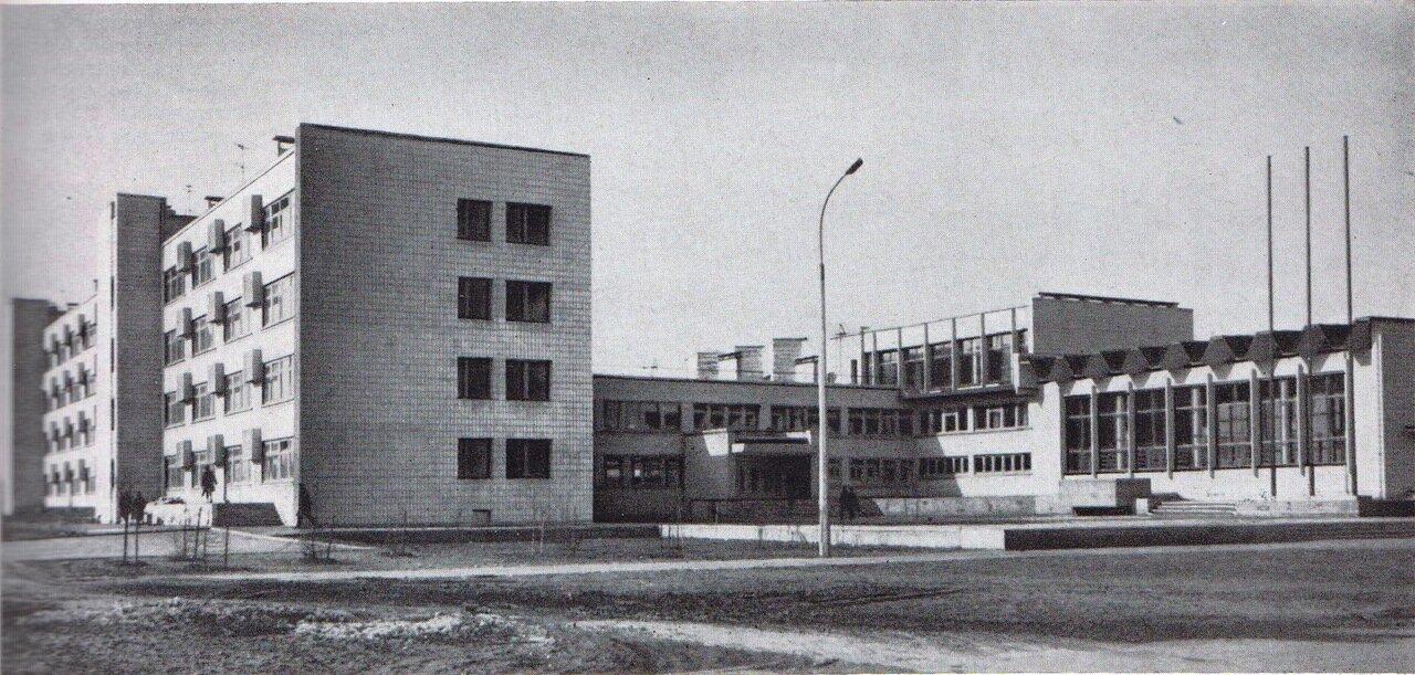 Изображение 3— Школа №2, видно два корпуса икоридор, соединяющий их (административный корпус).