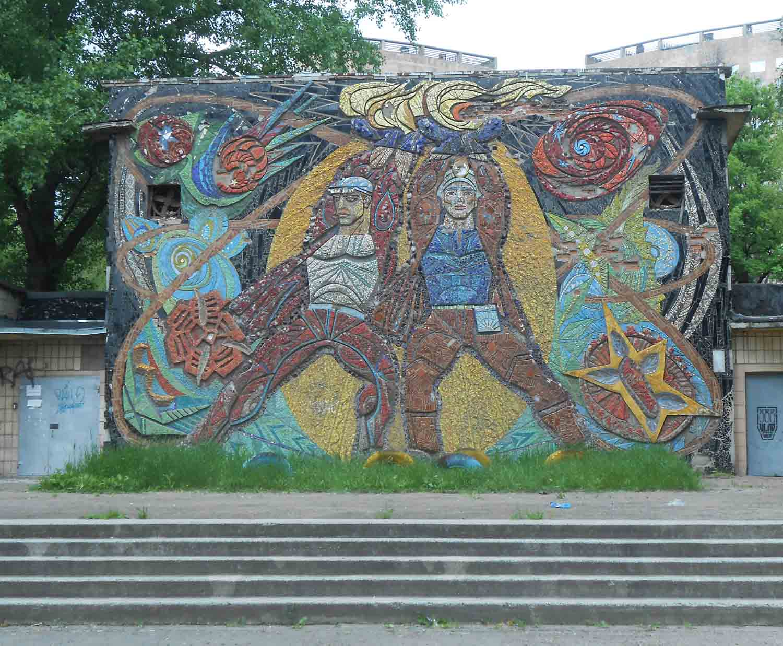 Изображение 9— Мозаика сшахтёрами нашколе.