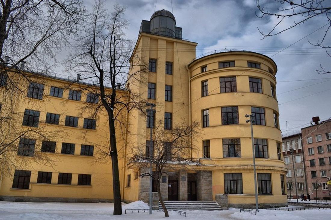 Школа им. 10-летия Октября вЛенинграде.
