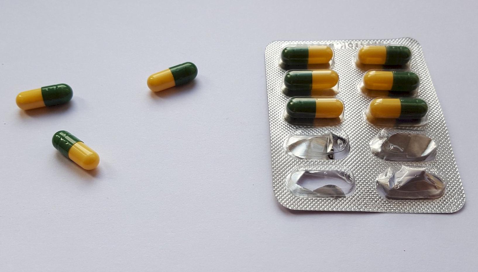 Одновременный приём трамадола снекоторыми антидепрессантами оказался противопоказан.