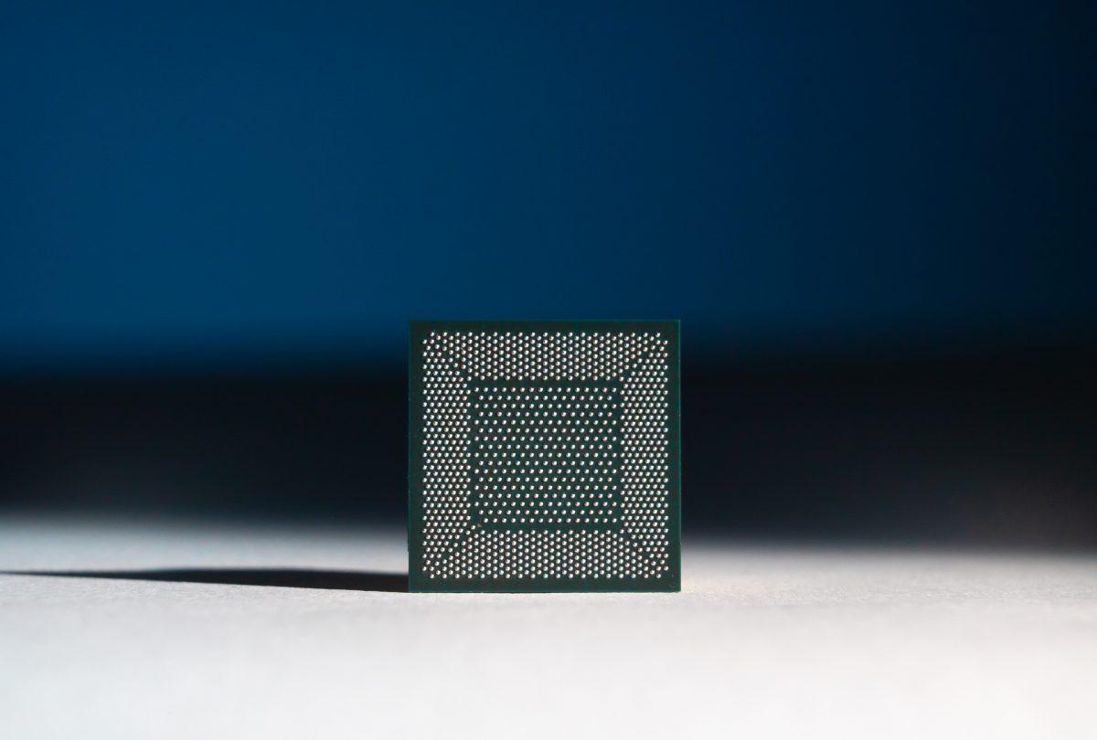 Чип <i>Intel Loihi</i>.