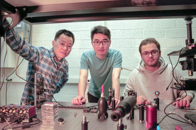 Разработчики: Цзунфу Ю (слева), Энг Чен (Ang Chen, вцентре) иЭфрэм Хорэм (Efram Khoram, справа).