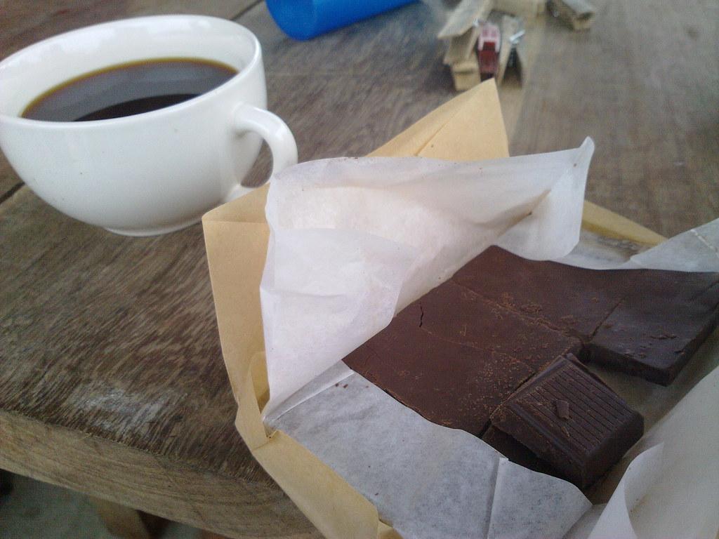 Тёмный шоколад может улучшать настроение благодаря своим вкусовым свойствам, но неподходит вкачестве лекарства от депрессии.