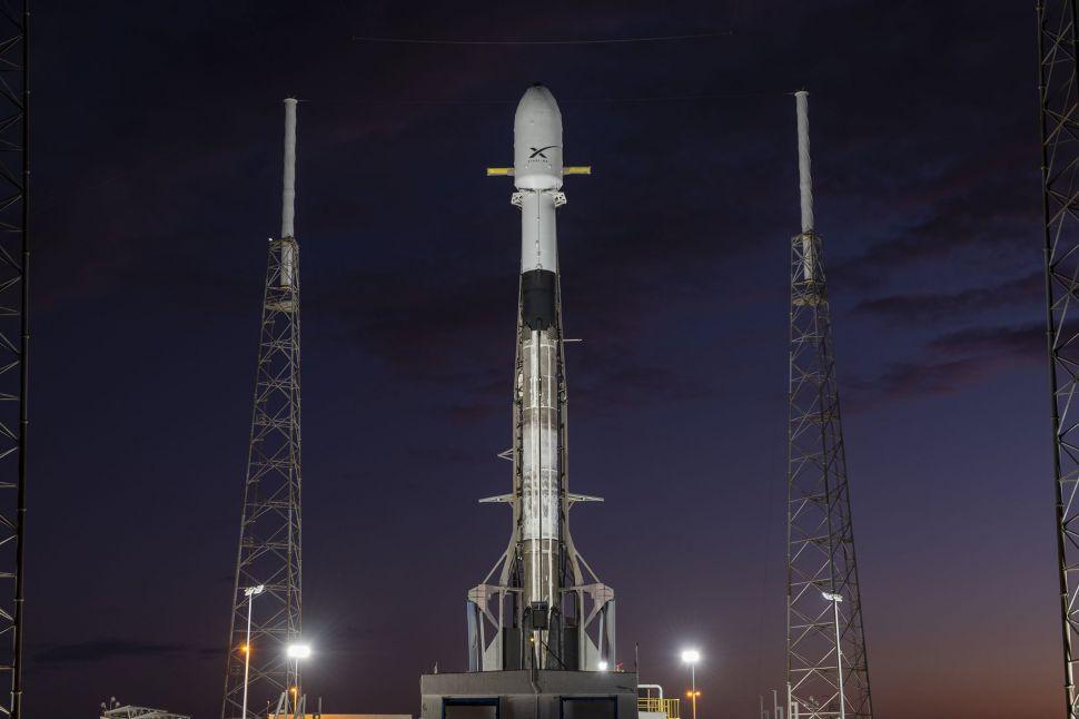 Ракета <i>SpaceX Falcon 9</i> с60 спутниками <i>Starlink</i> настарте намысе Канаверал.