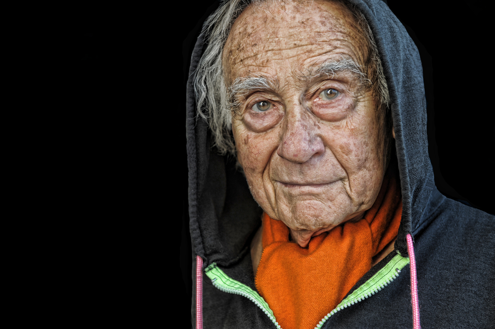 Даже если ты очень стар, это неповод непожить ещё.