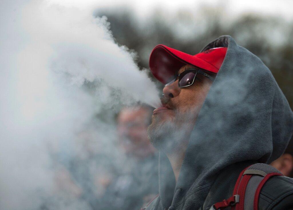 Вейпинг несомненно вреден для курильщиков иокружающих его людей— такова официальная позиция ВОЗ.