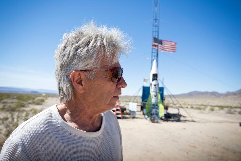 Известный «плоскоземелец» поднялся насамодельной ракете внебо иразбился насмерть