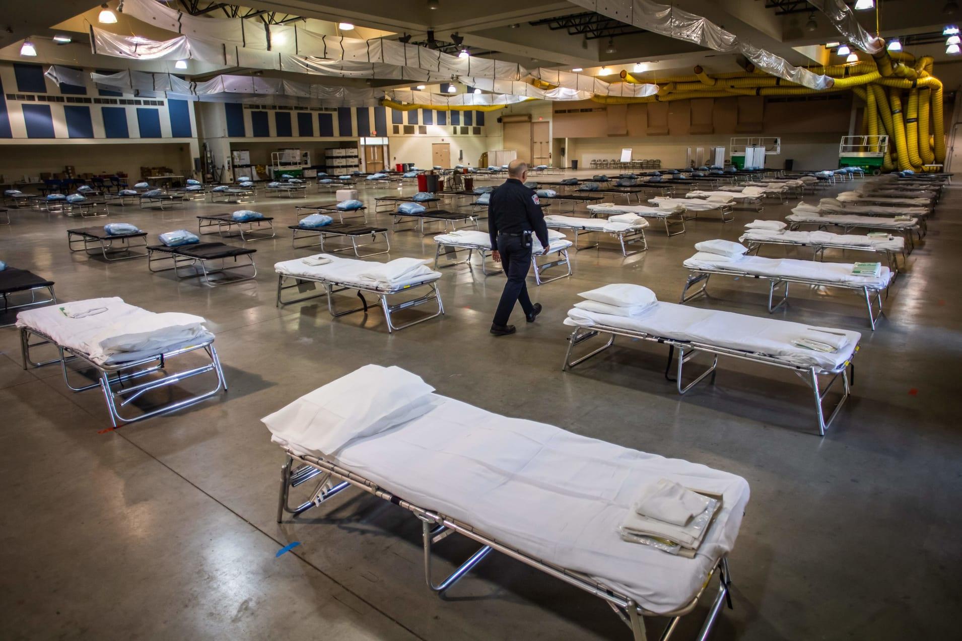 Временный госпиталь вКалифорнии.