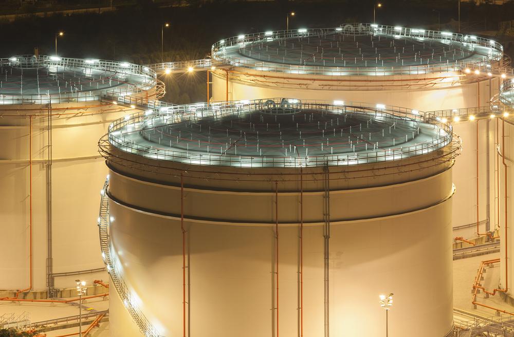 Так выглядит нефтехранилище. Сейчас почти все они во всём мире заполнены под завязку.