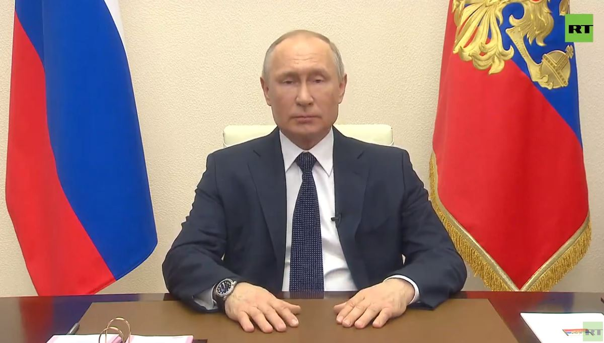 Владимир Путин выступил собращением кнароду. Кадр из трансляции <i>RT</i>.