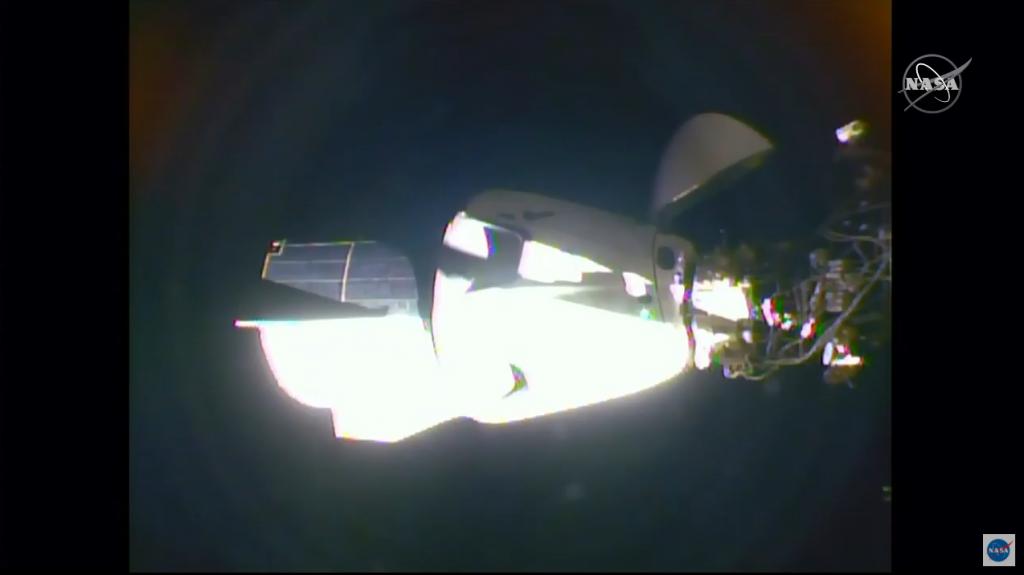 Пристыковка корабля SpaceX Crew Dragon. Вид сМКС. <i>NASA TV</i>.