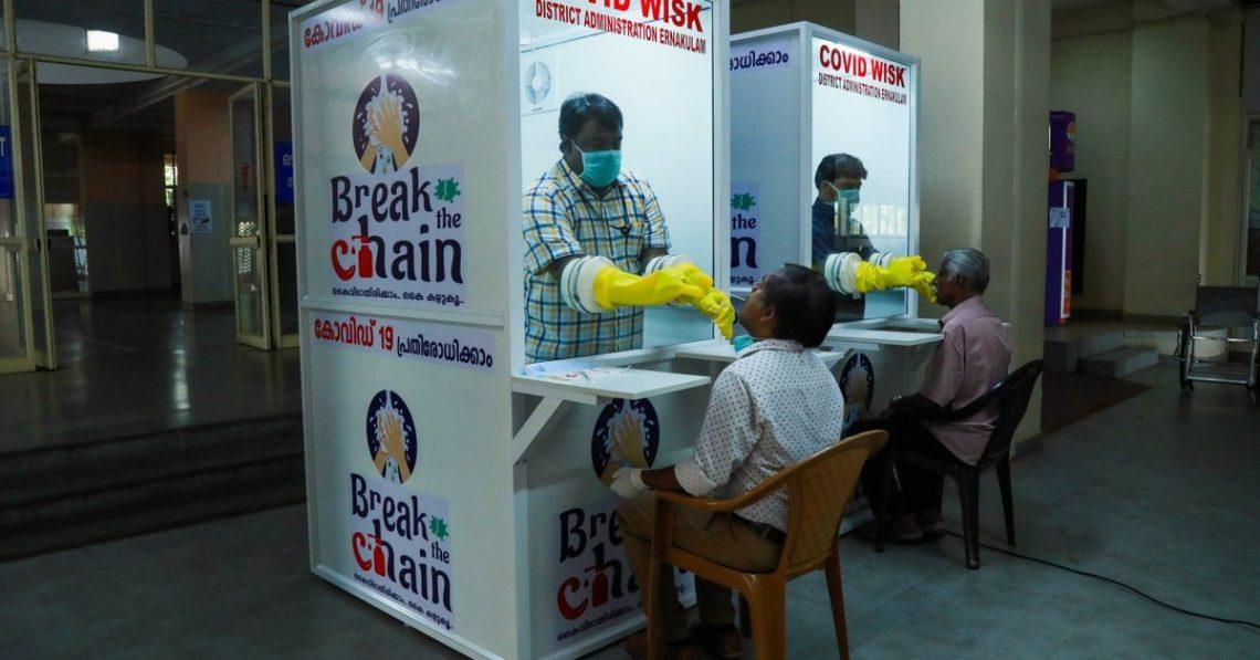 Процесс тестирования вЭмакуламе, штат Керала.