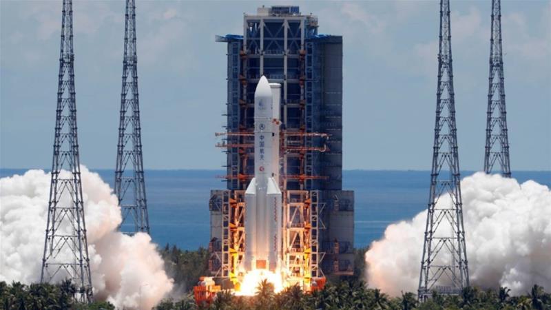 Старт ракеты <i>Chang Zheng-5</i> смарсоходом наборту.