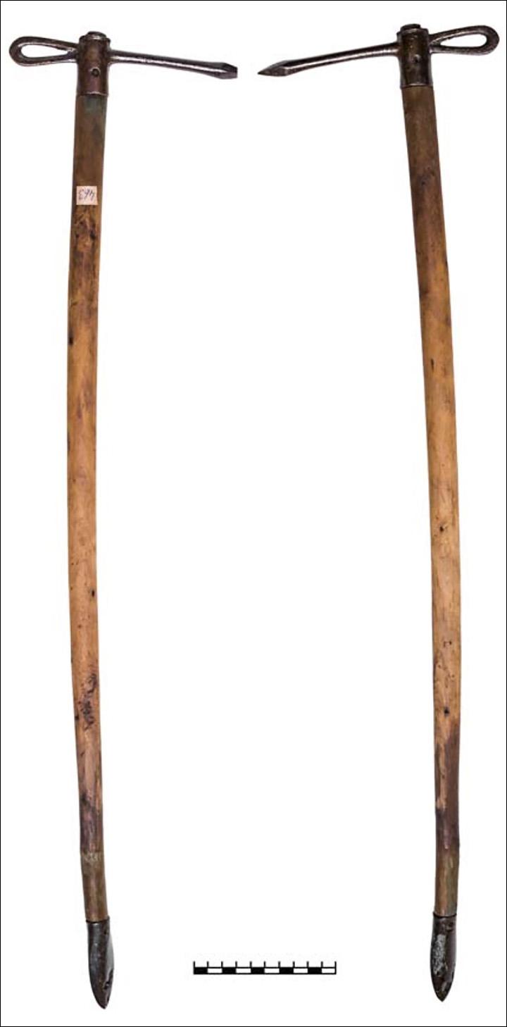 Боевой топор (чекан) из захоронения