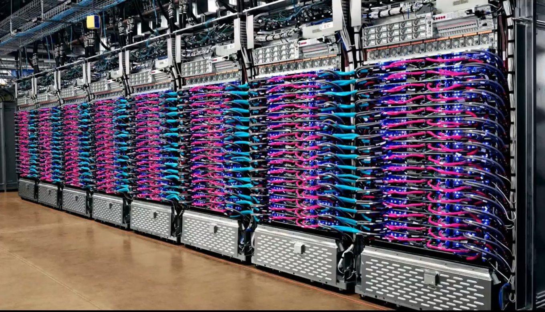 Один из суперкомпьютеров <i>Google</i>, построенный набазе тензорных процессоров.