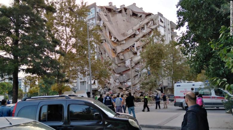 Землетрясение вИзмире.