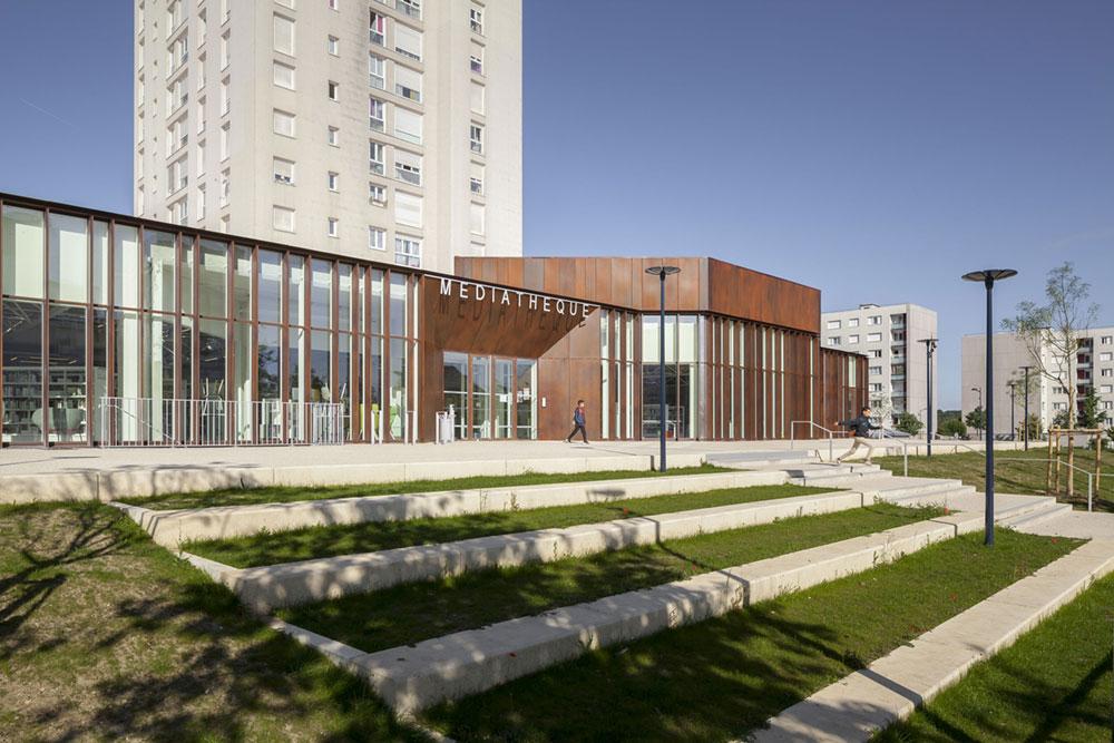 Albert Schweitzer Community Centre in Dammarie-les-Lys