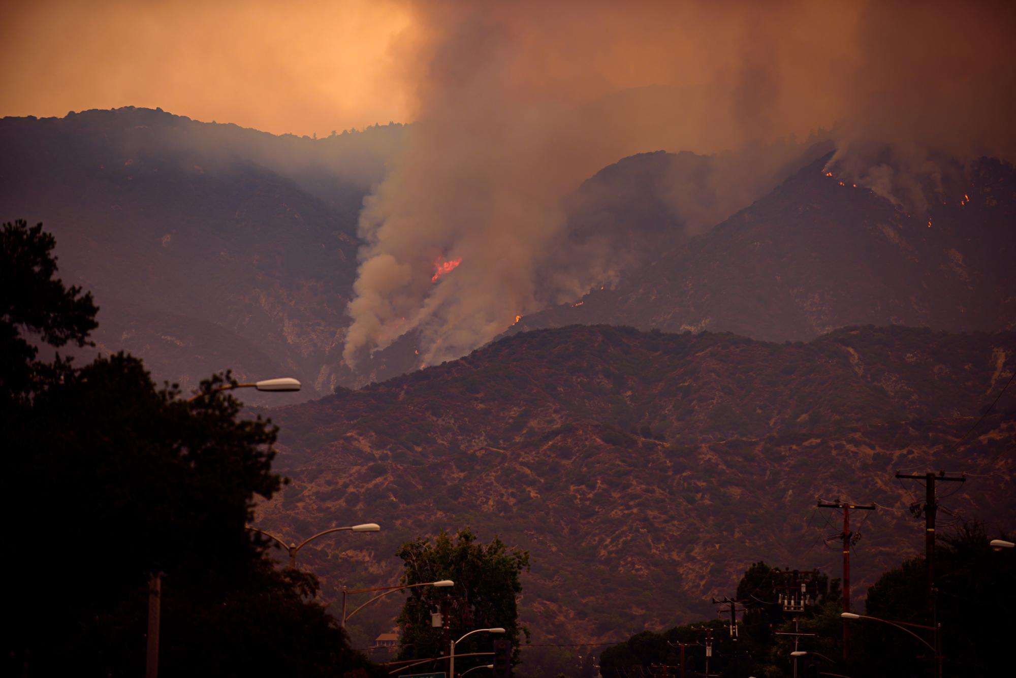 Лесные пожары вгорах насевере округа Лос-Анджелес, Калифорния, США, сентябрь 2020 годаЛесные пожары вгорах насевере округа Лос-Анджелес, Калифорния, США, сентябрь 2020 года