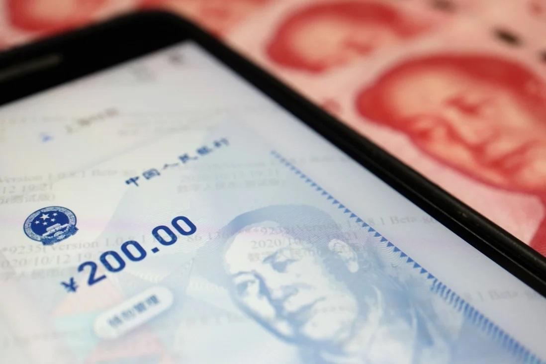 Народный банк Китая считает, что цифровой юань станет идеальной валютой для инвестиций итрансграничных платежей, но непланирует заменять им доллар иевро.