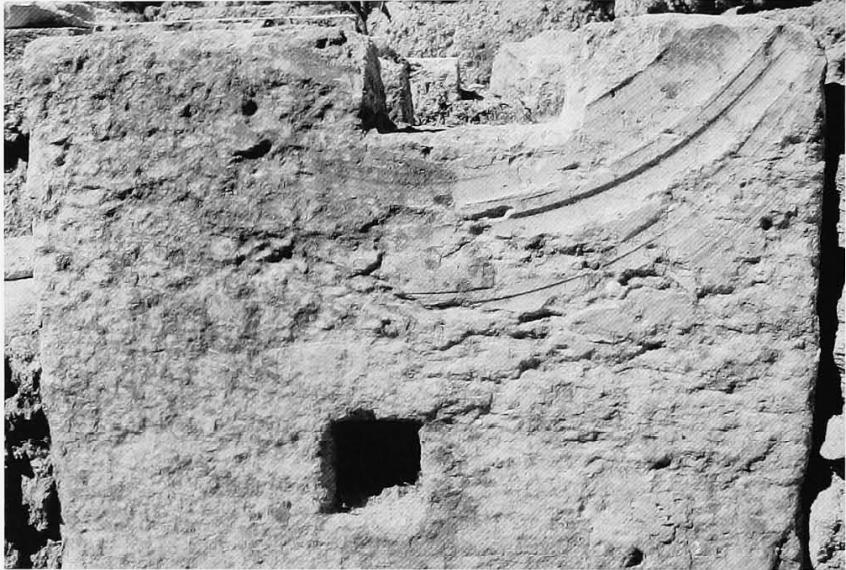 Циркулярные следы наопоре вГерасе (Ritti 2007)