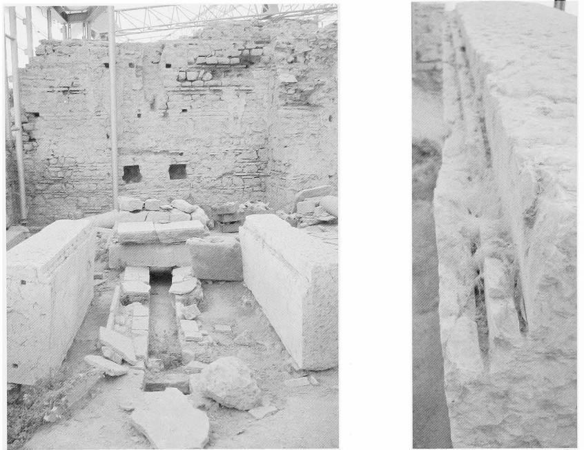 Остатки конструкции вХангхаусе, Эфес (слева). Следы от пиления намраморном блоке (справа)