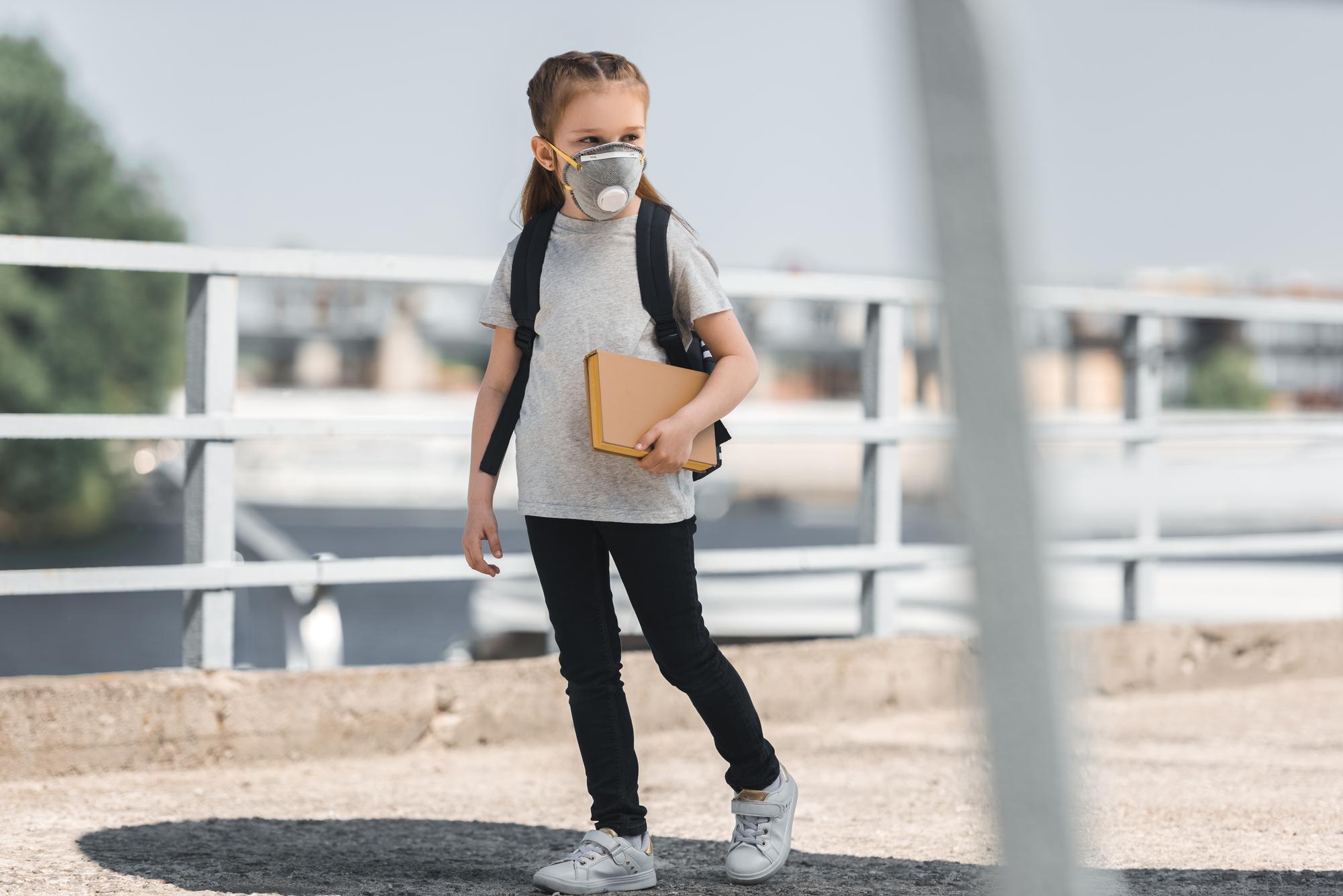 Штамм B.1.1.7 коронавируса SARS-CoV-2 относительно быстро распространяется по начальным школам Европы. Это грозит школьникам, их родителям иучителям новым долгим карантином.