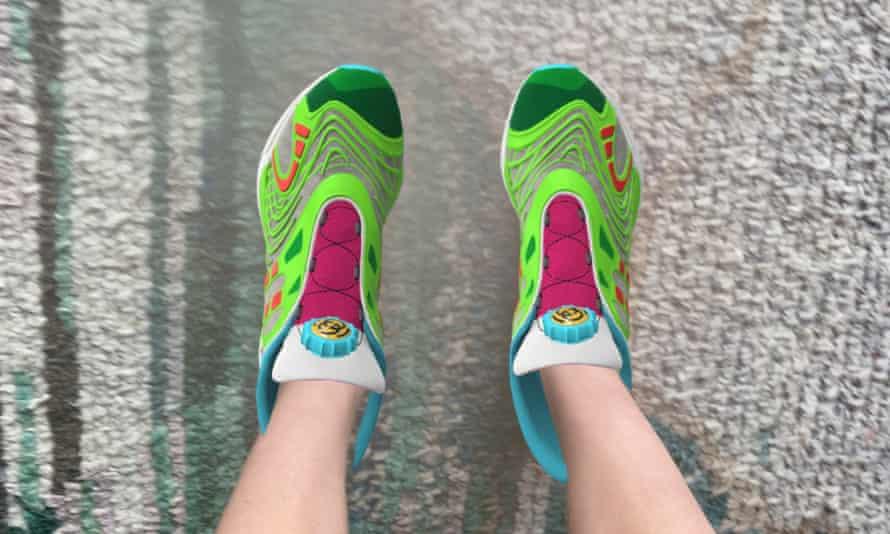 Так выглядит «надетая» наноги цифровая пара кроссовок вприложении.
