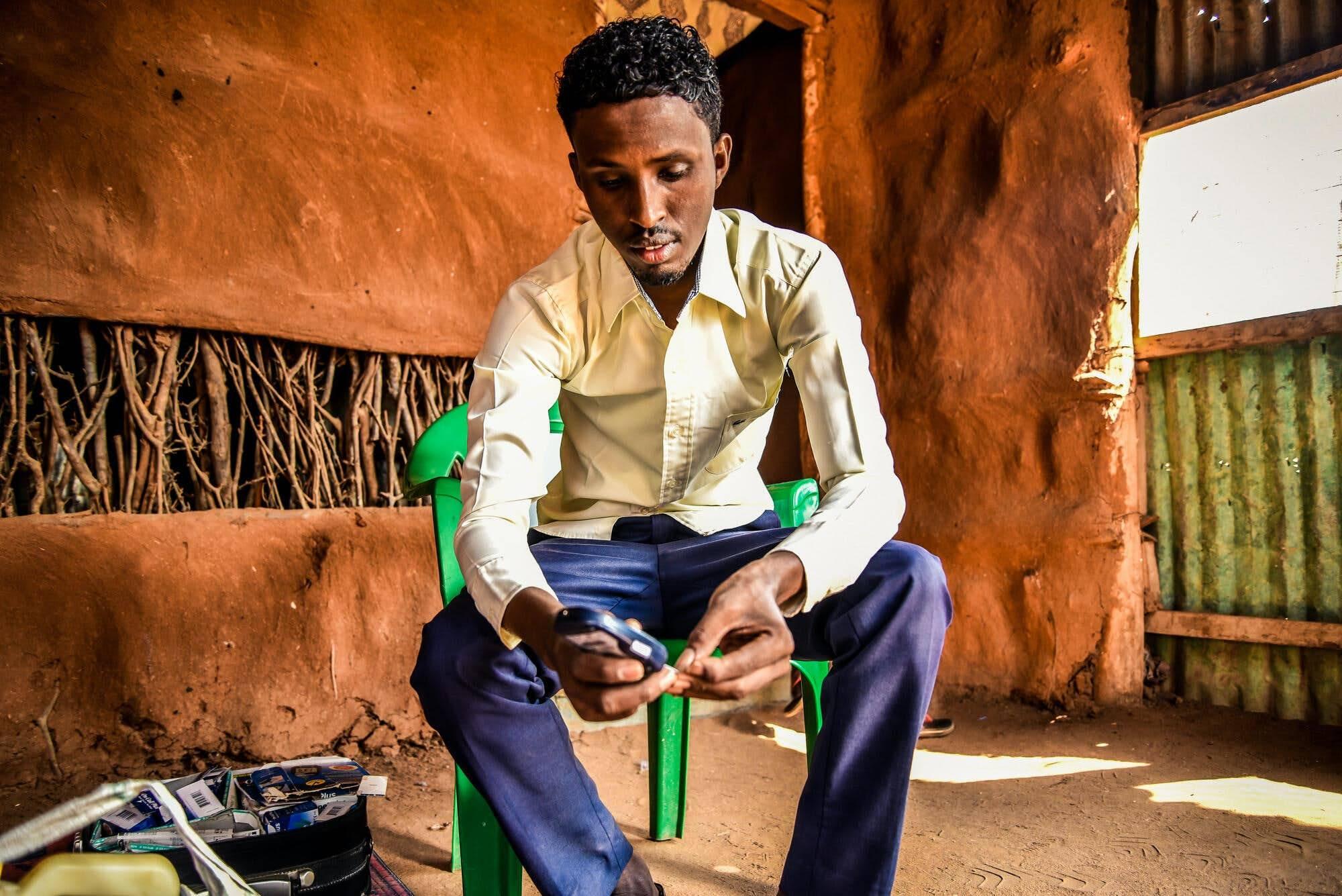 Мохаммед— живущий вКении беженец, его жизнь зависит от регулярного получения инсулина.