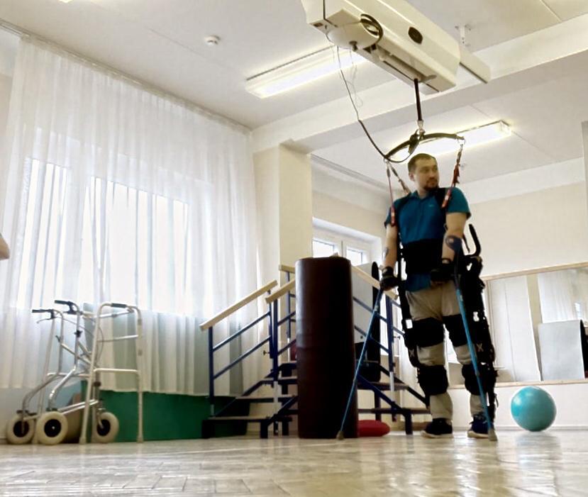 Экзоскелеты применимы вреабилитационных программах при работе стакими диагнозами, как травма спинного мозга, инсульт, рассеянный склероз, детский церебральный паралич, заболевания, связанные снарушением мозгового кровообращения, заболевания опорно-двигательного аппарата.