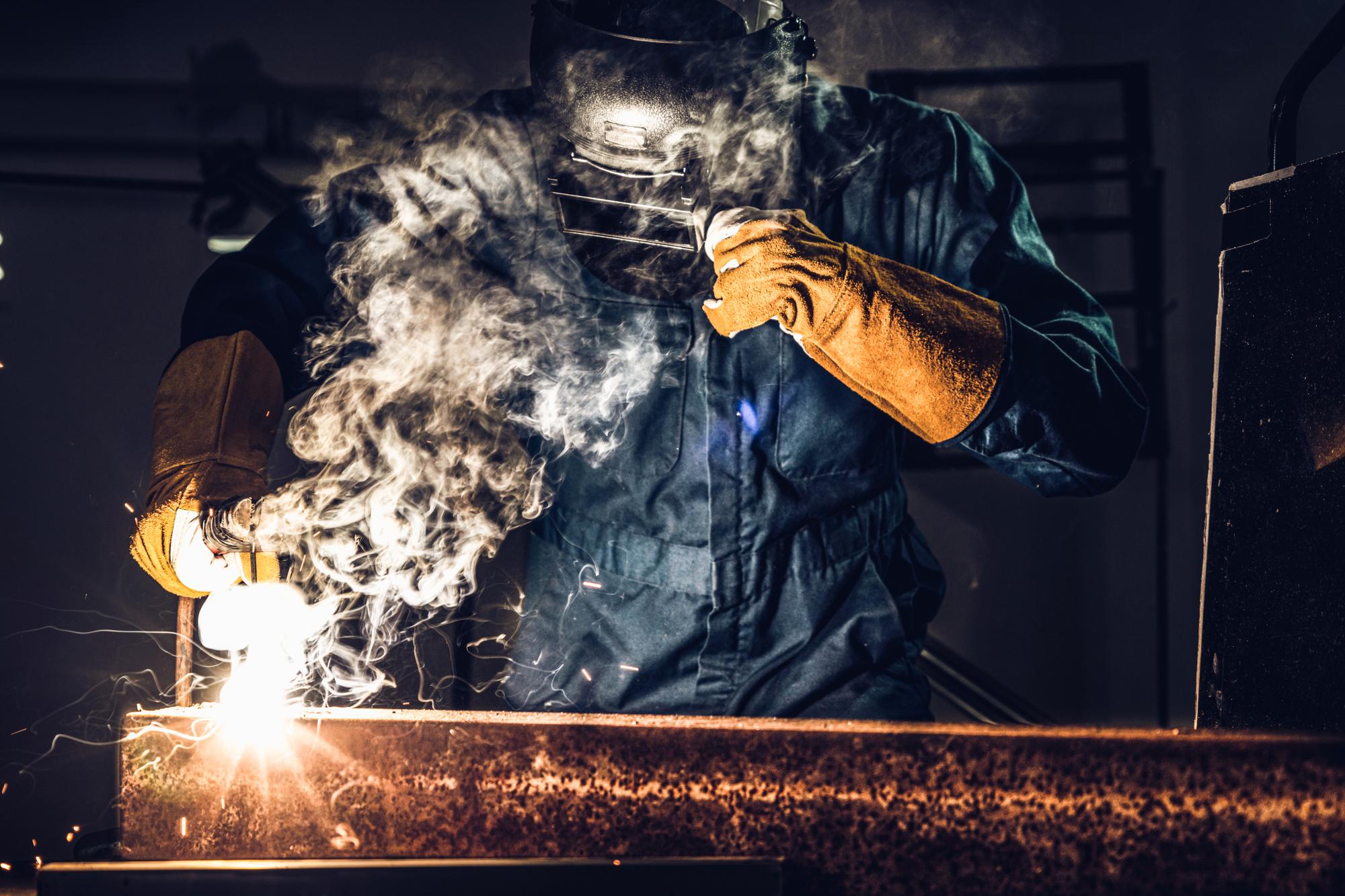 Дым от сварки может стать причиной онкологических заболеваний.