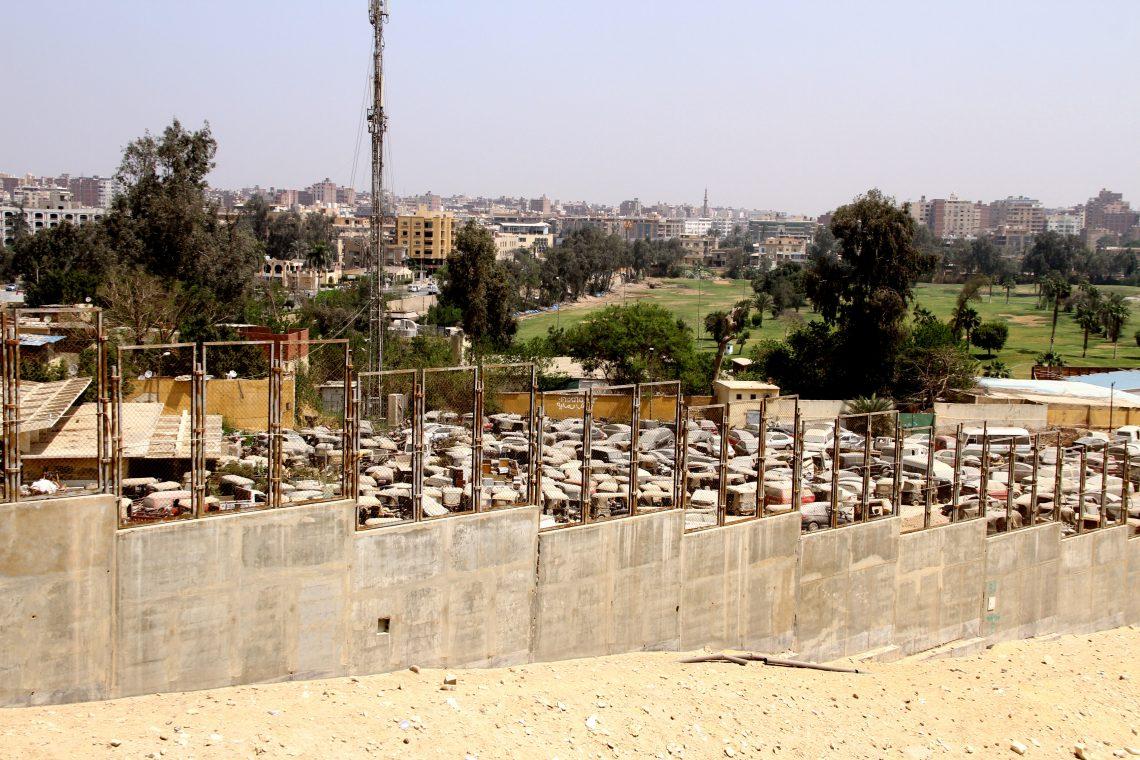 Парковка или кладбище автомобилей