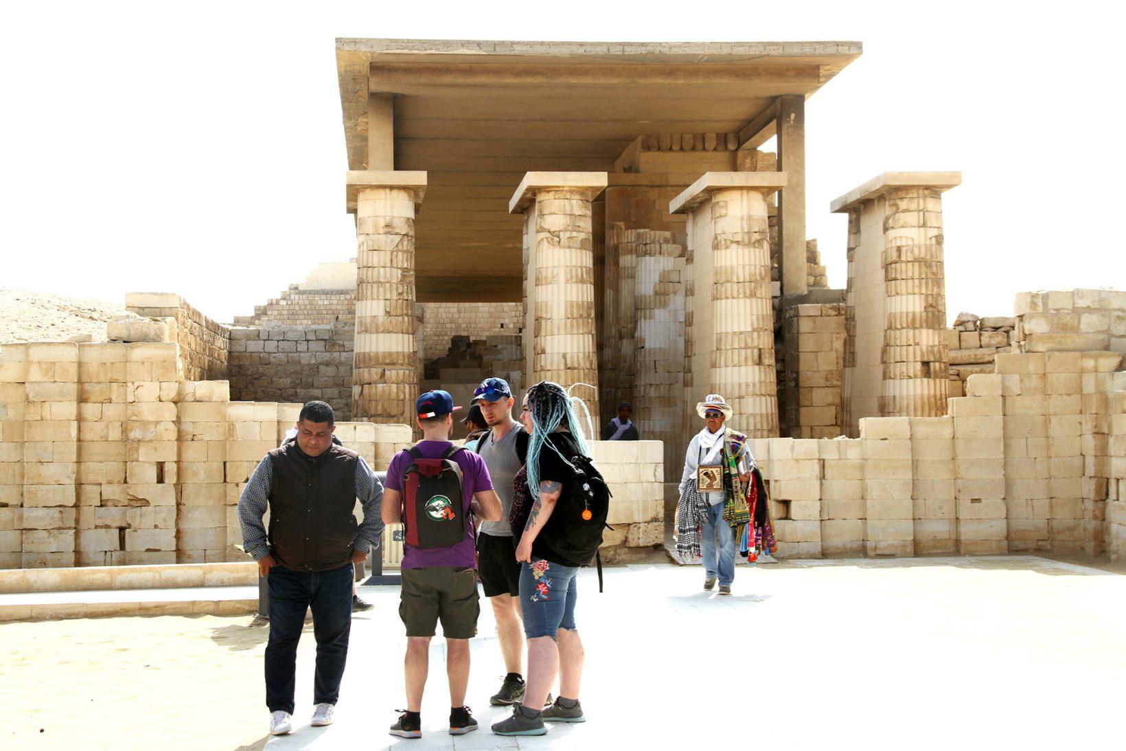 Западный вход вгипостильный зал заупокойного комплекса Джосера