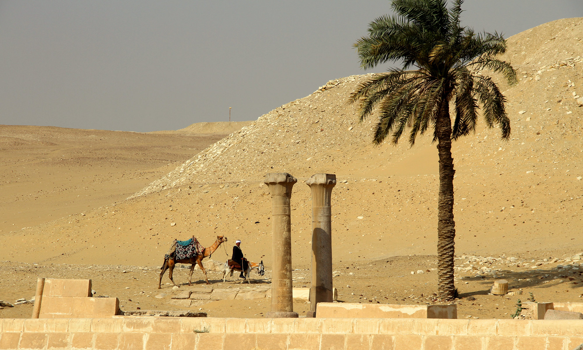Руины нижнего храма пирамиды Унаса