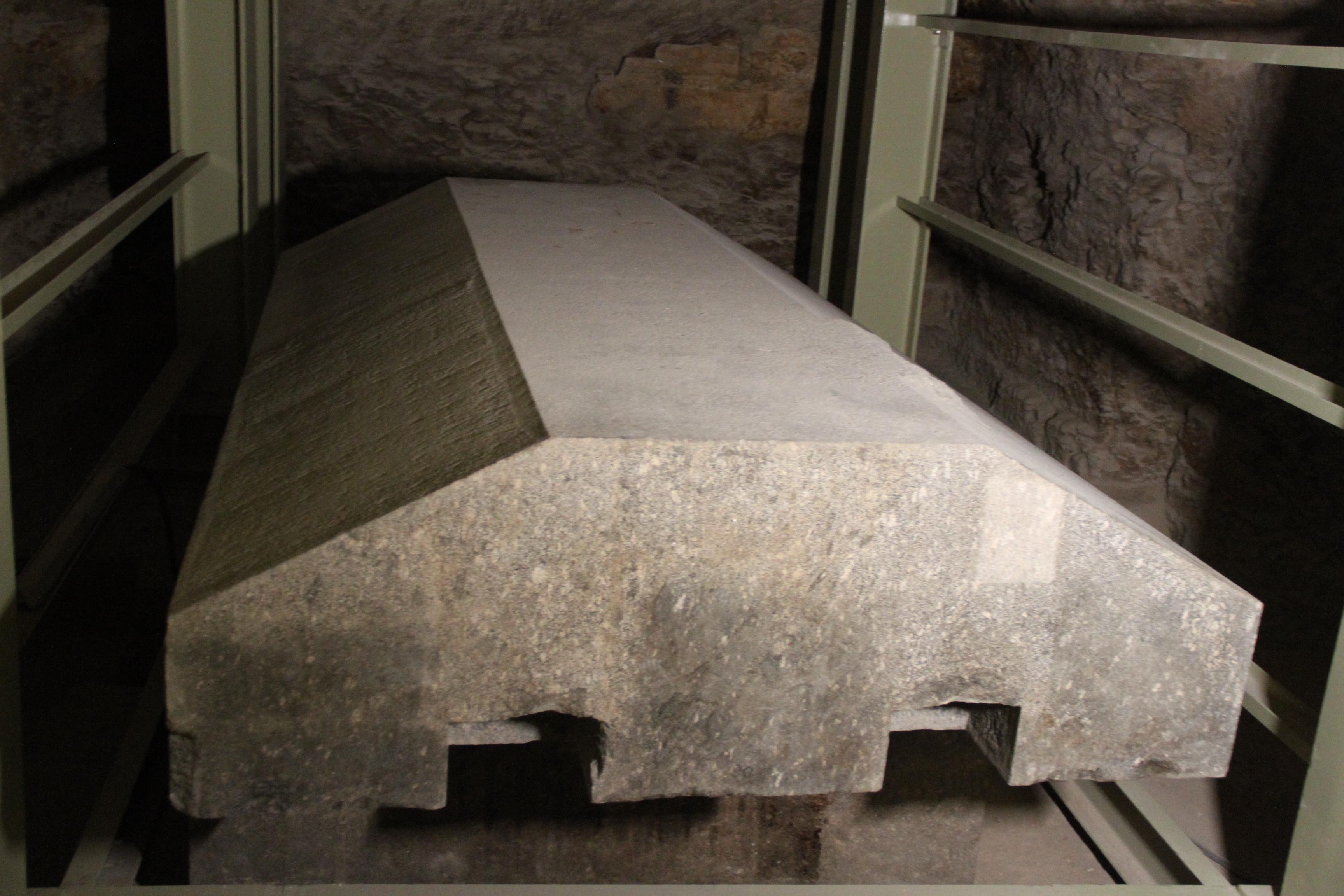 Саркофаг всерапеуме