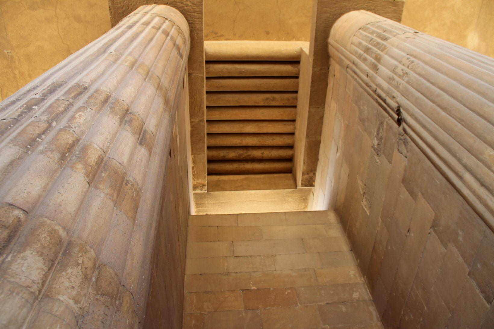 Колонны гипостильного зала заупокойного комплекса Джосера